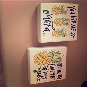 Set of two pineapple pictures.